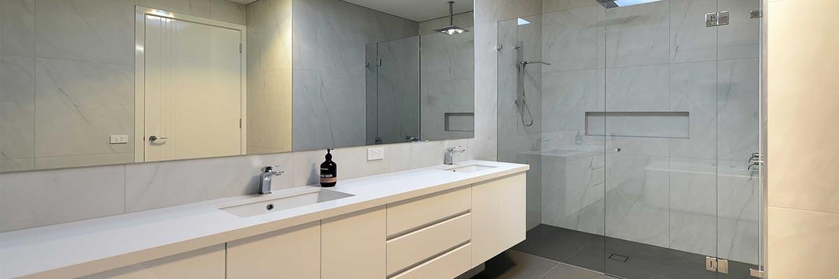 frameless-glass-showerscree